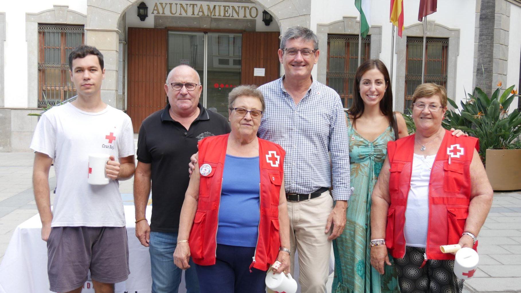 Photo of Cruz Roja de Adra se une a la celebración del Día de la Banderita a favor de las personas mayores