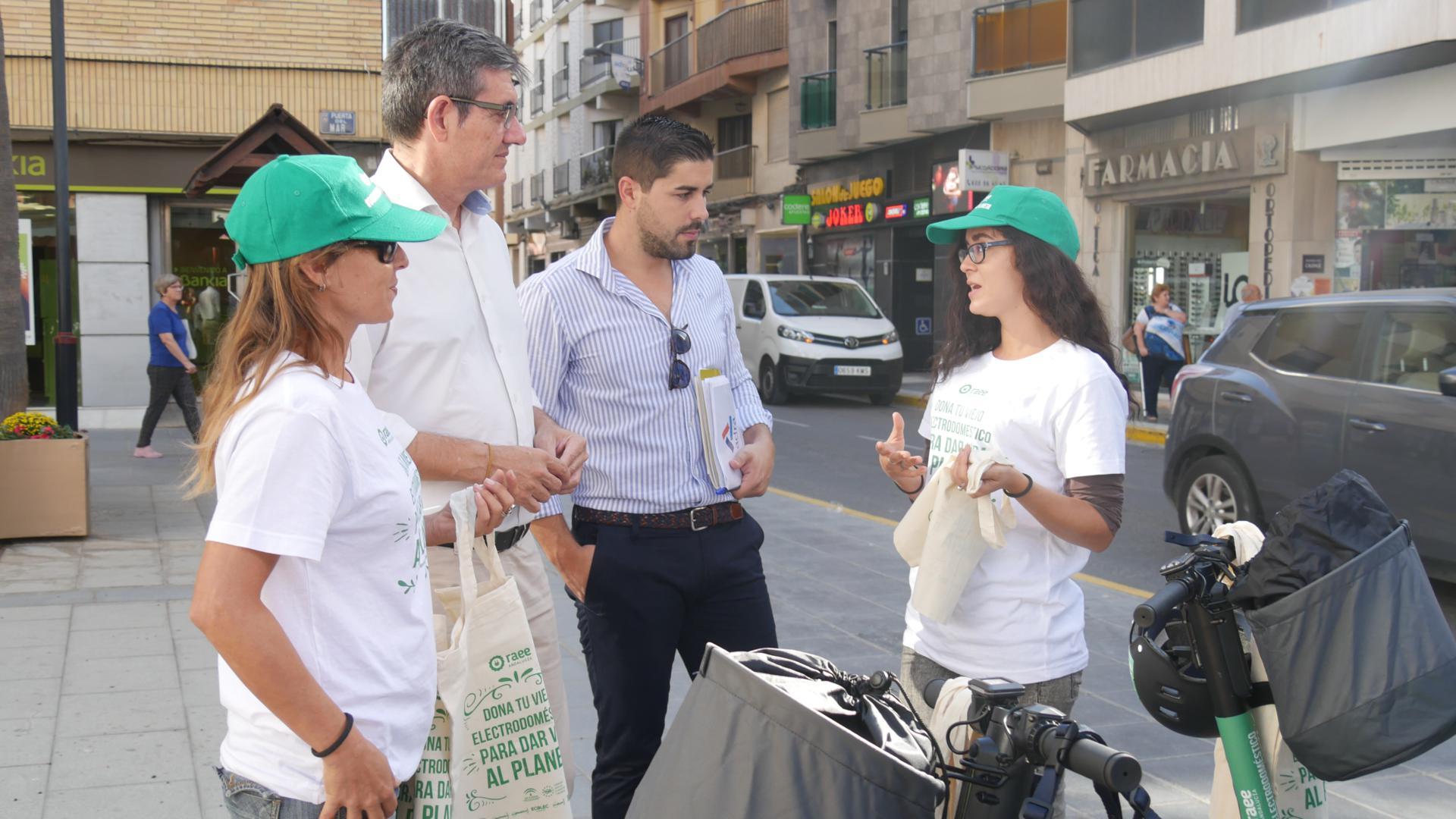 Photo of La ciudad de Adra toma conciencia sobre el reciclaje de residuos de aparatos eléctricos y electrónicos