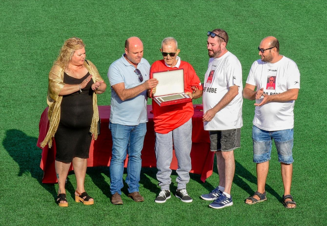Photo of Un partido de fútbol entre veteranos para homenajear a Arturo 'el de los helados'