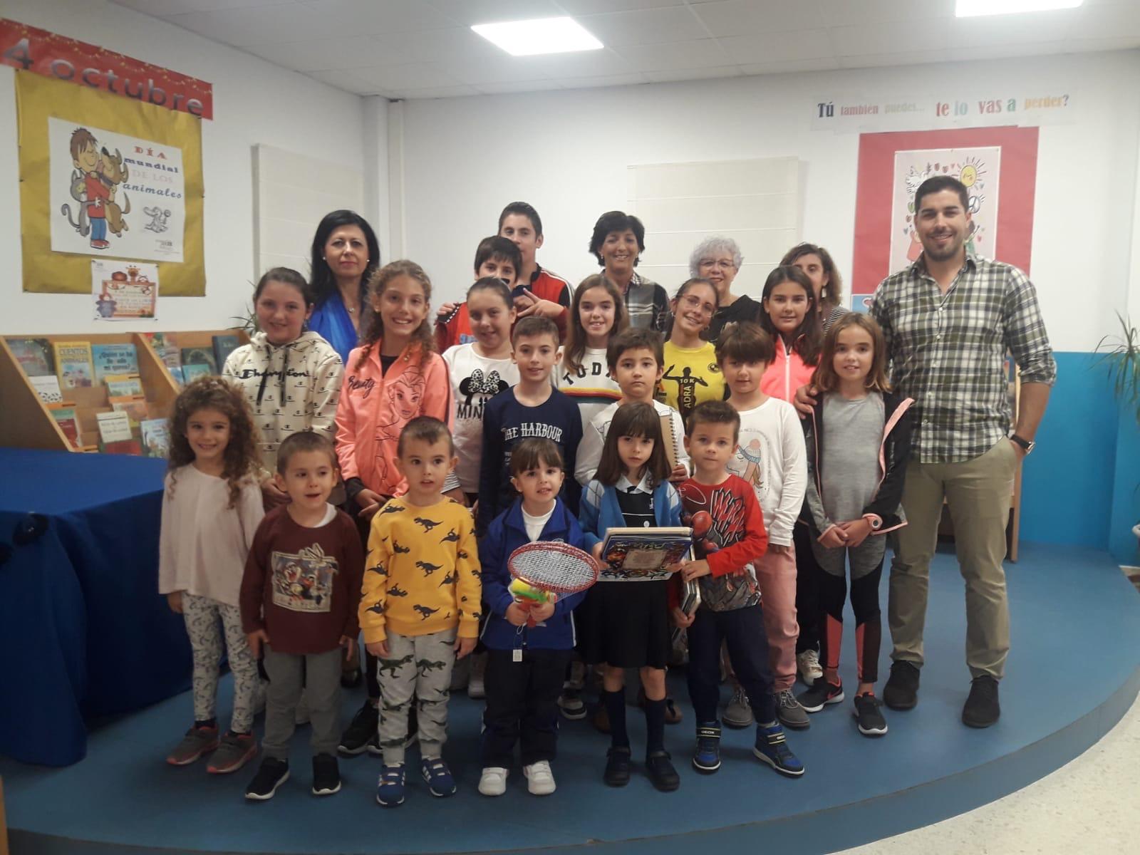 Photo of La Biblioteca Municipal de Adra hace entrega de los premios del concurso 'Qué haría yo por la paz'