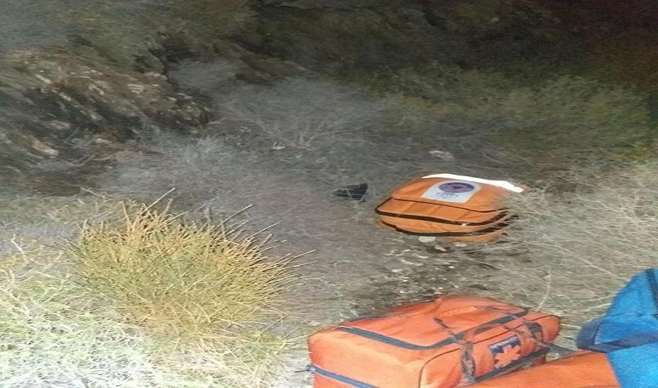Photo of Rescatan a un hombre herido tras caer desde un cerro a una vereda en Adra