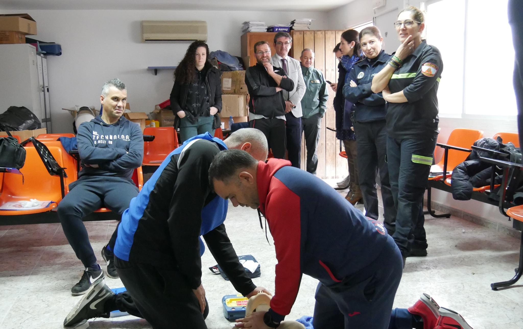 Photo of Agentes de la Policía Local de Adra se instruyen en primeros auxilios y en el uso del desfibrilador