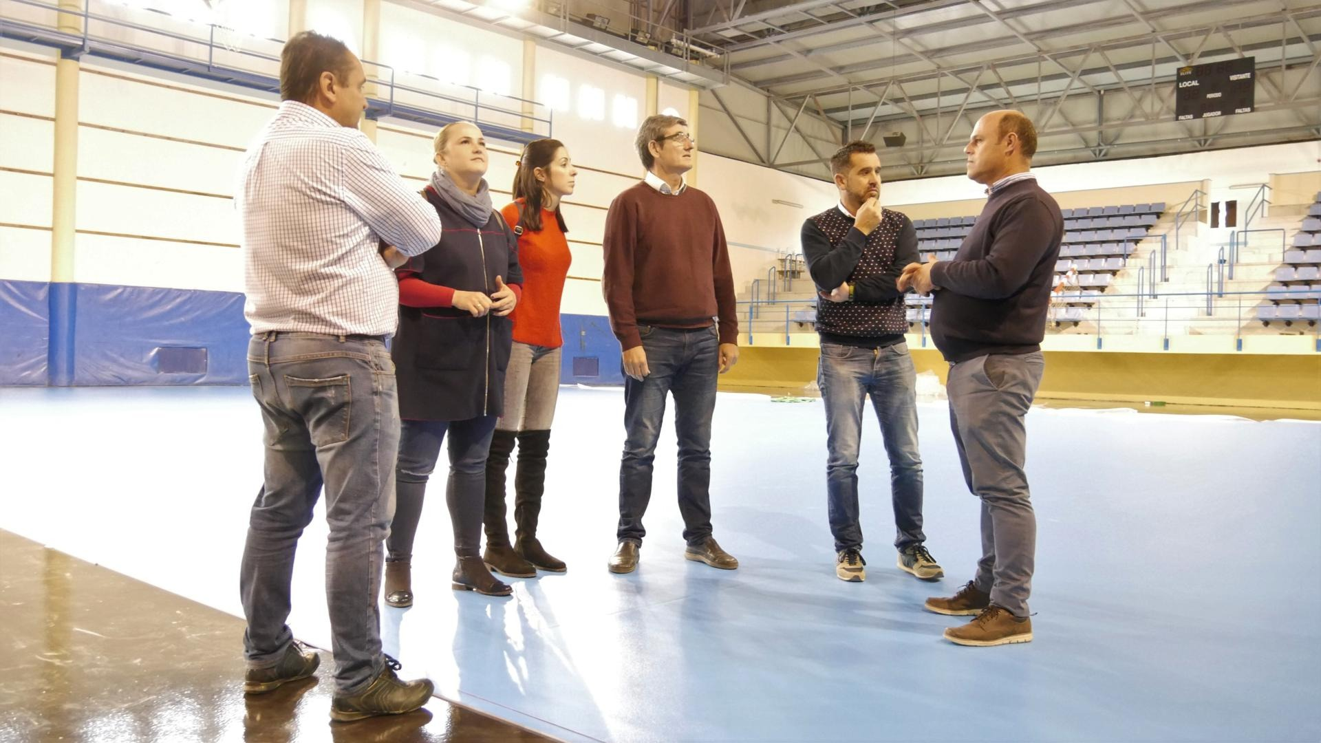Photo of El Pabellón Municipal de Deportes de Adra, a unos días de estrenar su nueva pista tras su renovación integral