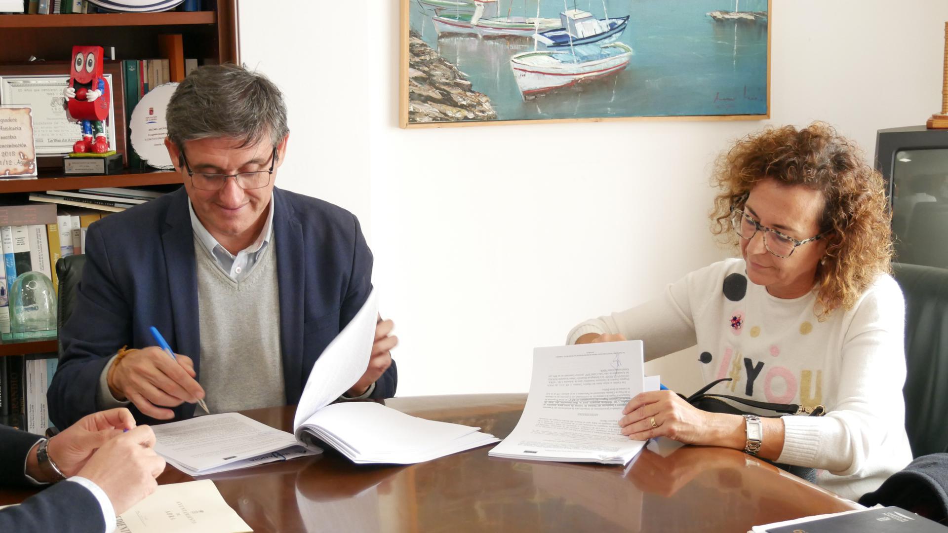 Photo of Manuel Cortés firma los contratos para poner en marcha la modernización de Atención al Ciudadano