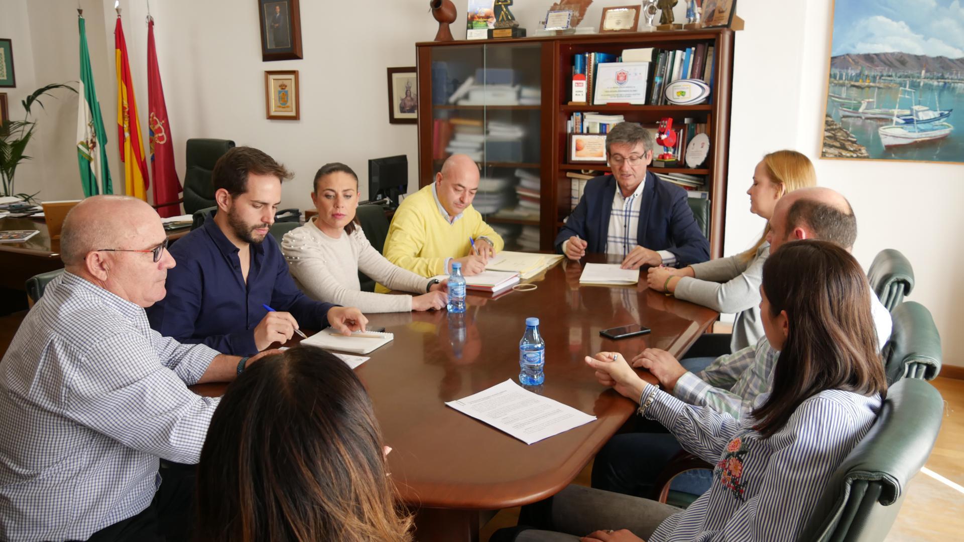 Photo of El Ayuntamiento renueva su compromiso de luchar contra las adicciones a través del programa 'Adra ante las drogas'