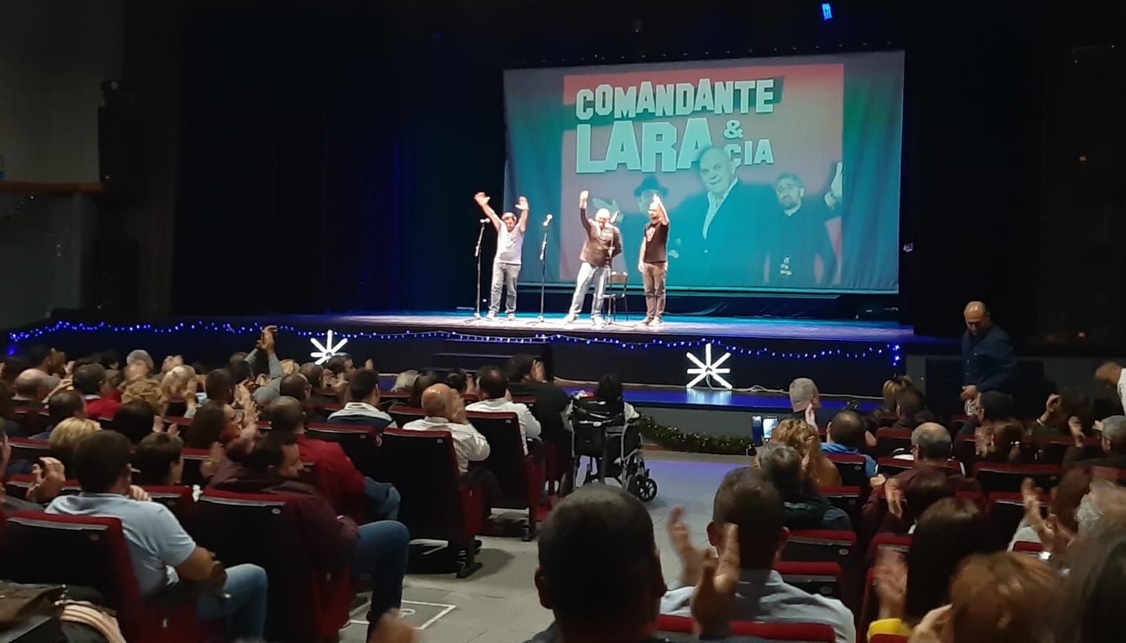 Photo of 'Comandante Lara & Cía' llena el Centro Cultural y sorprende al público abderitano con su humor gaditano