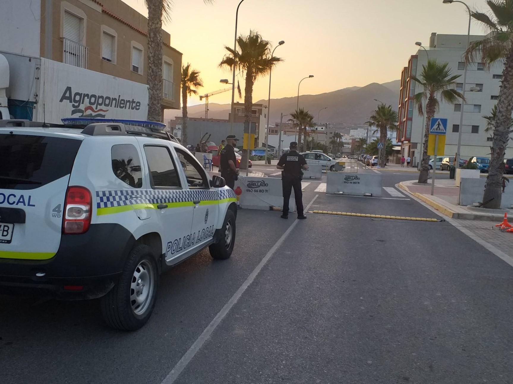 Photo of La Policía Local de Adra controlará el consumo de alcohol y drogas al volante