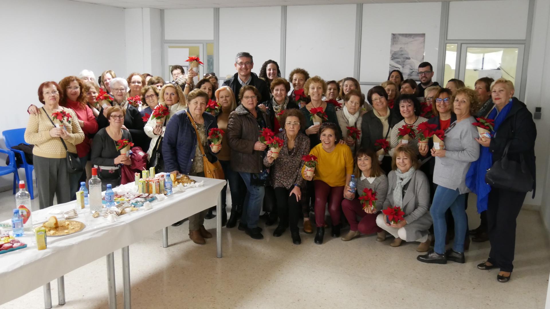 Photo of Continúan los desayunos navideños de los talleres municipales de la ciudad de Adra