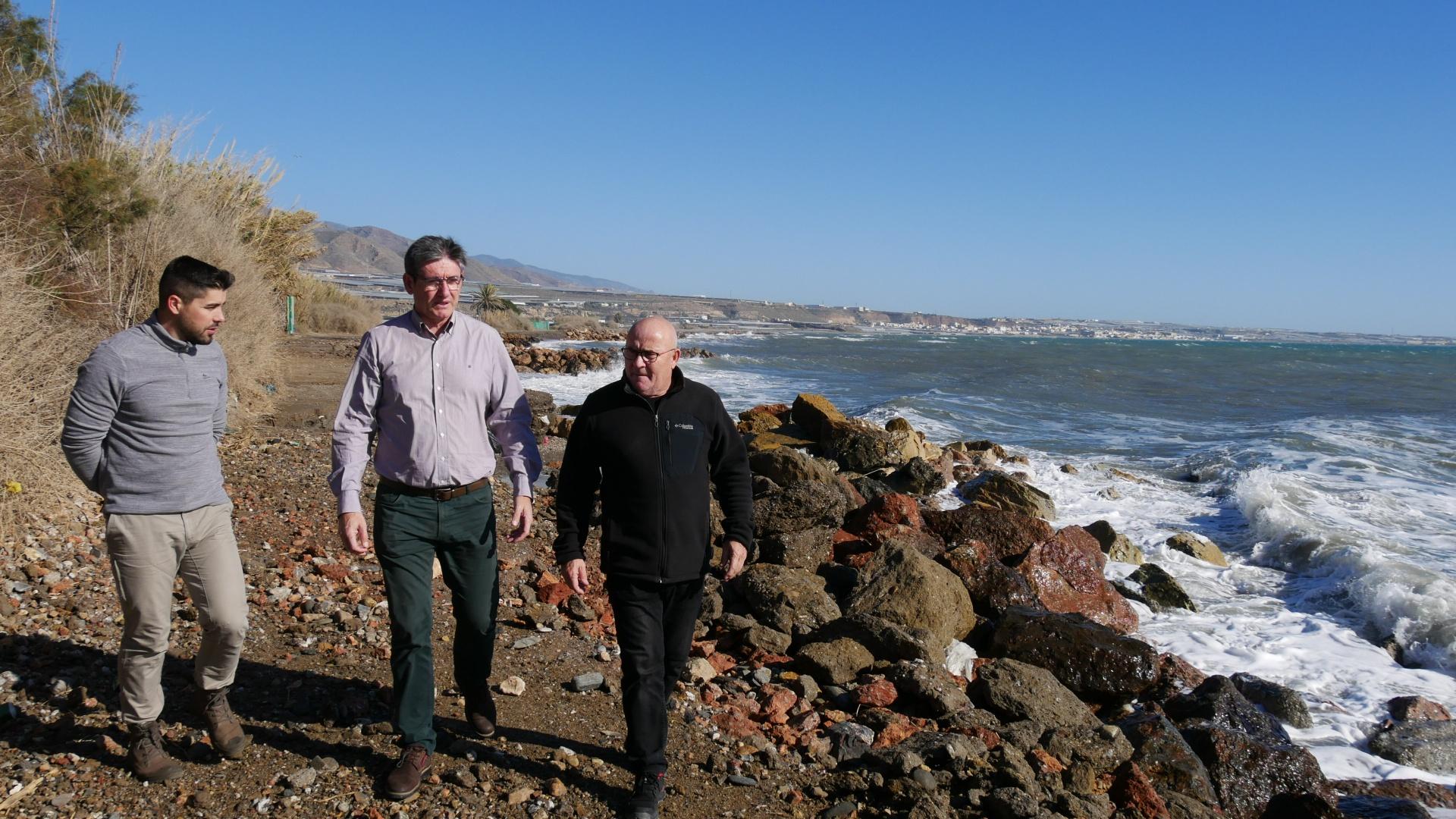 Photo of Manuel Cortés ve «fundamental» aumentar la protección de la costa ante temporales