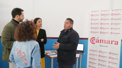 Photo of La Cámara de Comercio de Almería imparte en el Mercado de Adra una jornada en el marco del proyecto 'Digitaliza tu mercado 1.0'