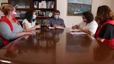 Photo of Adra y Cruz Roja firman un acuerdo para ayudar a las personas más vulnerables