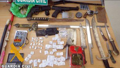 Photo of La Guardia Civil desmantela un activo punto de venta de droga e interviene gran cantidad de armas en Adra