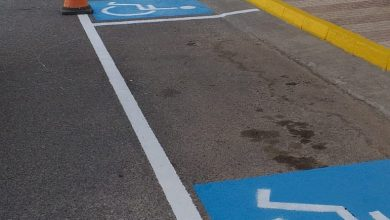 Photo of El Ayuntamiento de Adra trabaja en el repintado de plazas de aparcamiento para personas con diversidad funcional