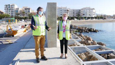 """Photo of Eloisa Cabrera visita junto a Manuel Cortés la pasarela peatonal del puerto de Adra que """"estará lista para verano"""""""