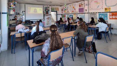 Photo of El alumnado de los IES de Adra reciben la charla 'Libres de #postureo', enmarcada en la programación del 8M