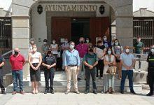 Photo of Sentido minuto de silencio a las puertas del Ayuntamiento de Adra en repulsa a la violencia de género