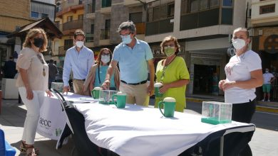 Photo of La Asociación Española Contra el Cáncer celebra una jornada de cuestación en la Plaza Puerta del Mar de Adra
