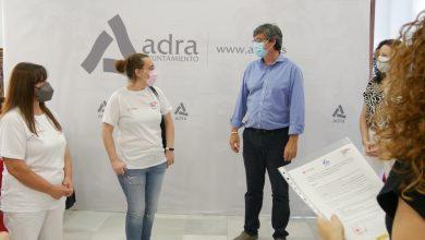 Photo of Manuel Cortés entrega los diplomas acreditativos a beneficiarios del Plan de Empleo de Cruz Roja