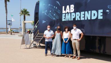 Photo of La ciudad de Adra acoge al autobús interactivo 'LabEmprende' de la Fundación La Caixa hasta el 30 de julio