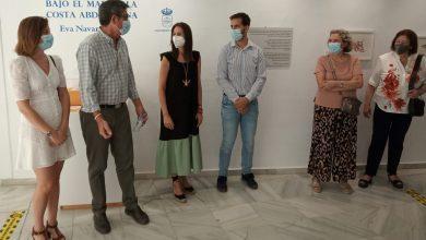 Photo of Inaugurada la exposición 'Bajo el mar de la costa abderitana' de la artista local Eva Navarro Lara