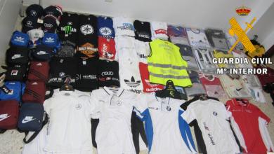 Photo of La Guardia Civil investiga en Roquetas de Mar a una persona por vender prendas falsificadas de marcas muy conocidas